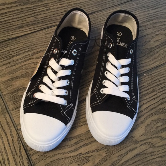 1785d94d1a64d NWT CLASSIC CANVAS SNEAKERS. NWT. Bobbie Brooks